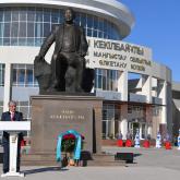 Тоқаев Әбіш Кекілбайұлына арналған ескерткіштің ашылуына қатысты