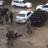 Атыраулық 3 тұрғын шетелдік азаматты ұрлап әкетіп, ақша бопсалаған (видео)