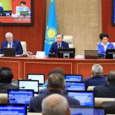 Депутаттар Ақылбек Ихдановтың өкілеттігін мерзімінен бұрын тоқтатуға дауыс берді
