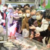 Қытайда коронавирус ең алғаш теңіз шаяндарын сататын әйелден анықталған