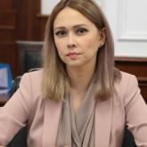 Әділет вице-министрі Наталья Пан қазақша баяндама жасағаны үшін сенаторлардың алғысын алды