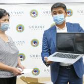 Болат Назарбаевтың қоры оқушыларға 500 ноутбук сыйлады