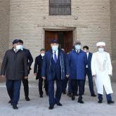 Нұрсұлтан Назарбаев Қожа Ахмет Ясауи кесенесіне барды