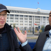 «Атамбаев та, Жээнбеков те кедейлікті жеңе алмады»: қырғыз экономисі елдегі ауыр дағдарыс пен революция жайында