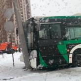 Елордада жолаушылар отырған автобус жол апатына ұшырады