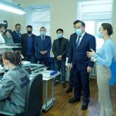 Ералы Тоғжанов өкпе ауруларын емдеуге арналған бірегей аппарат өндірісімен танысты