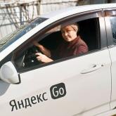 Алматыда бір аяғынан айрылған кейуана такси жүргізіп, бір отбасын бағып отыр