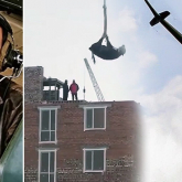 Бірқатар британдық БАҚ сиырды кранмен көтерген елордалық құрылысшылар туралы жазды