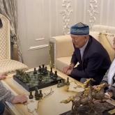 «Менің крышам мықты»: Димаш Құдайберген атасымен шахмат ойнады