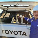«Қанатына тұз қатып қалған»: Атырауда мұнайшылар бес жұп аққуды құтқарды