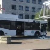 Павлодарда автобус жарнамалық бағанға соғылды: 8 адам зардап шекті