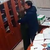 Мойынқұмда мектеп қабырғасында болған директор мен орынбасарының «ашық махаббаты» көптің ашуын туғызды