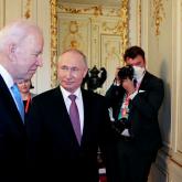 «Дипломатия жоқ жерде қару сөйлейді». Женевадағы жүздесуде Владимир Путин мен Джо Байден елшілерді орнына қайтарды