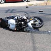 Павлодар облысында зейнеткер мотоциклмен аударылып қалды