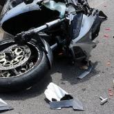 Павлодарда мотоцикл жүргізушісі жол апатына ұшырады
