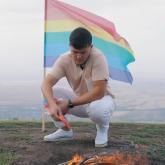 Қазақстандық блогер ЛГБТ жалауын өртеді