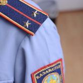 Ақтауда ер адам полицейді тістеп, погондарын жұлып алған
