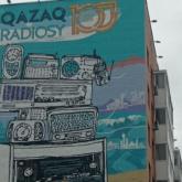 Елордада Қазақ радиосының 100 жылдығына арналған мурал пайда болды