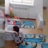 Унитазға байлап қойған: Атырауда мүгедек балаларға қатысты видеоға түсінік берілді