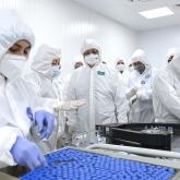 Мемлекет басшысына QazVaq вакцинасының қалай жасалатыны көрсетілді