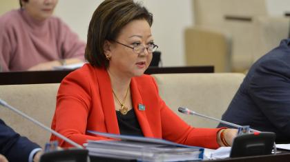 «Өзбек тілінде – 12, ұйғыр тілінде 11 мектеп бар». Сенатор аралас мектептердің көбейгеніне алаңдайды