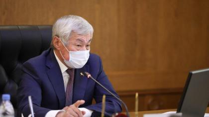 «Балалардан ұят»: Сапарбаев тағы да сыртта орналасқан мектеп әжетханалары мәселесіне тоқталды