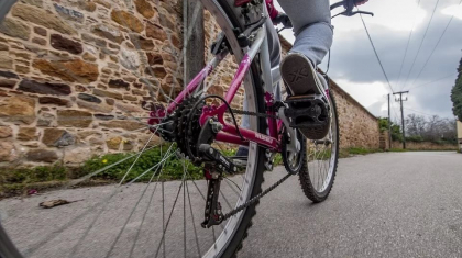 Қарағандыда велосипед ұрлаған әйелдер бейнекамераға түсіп қалған
