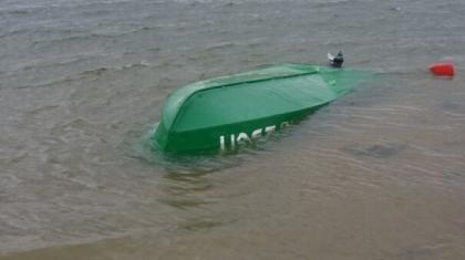 Павлодарда қайық аударылып, балықшы суға батып кетті