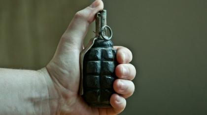 Петропавлда дәрігерлерге ашуланған тұрғын қалтасынан граната алып шыққан
