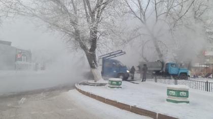 Павлодарда зейнеткер жылу магистралінінің шұңқырына түсіп кетті