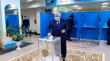 Мемлекеттік хатшы Қырымбек Көшербаев сайлауда дауыс берді