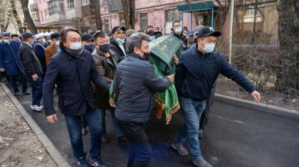Қабдеш Жұмаділовті ақтық сапарға шығарып салуға 200-ге жуық адам қатысты