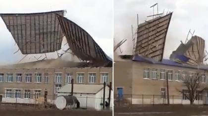 Атырау облысында мектептің шатырын жел ұшырып әкетті