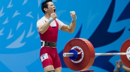 Бір алтын, бір күміс: Қазақстан зілтеміршілері Азия чемпионатын сәтті бастады