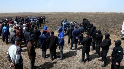 «Ауылдың берекесі кетті»: Қызылорда облысында жерге таласқан ауыл халқы екіге бөлінді