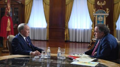 Оливер Стоун: Нұрсұлтан Назарбаев туралы фильм жұмыстары 19 айға созылды