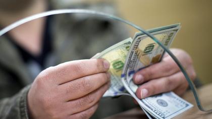 Ақтауда банк кассирі клиентті сотқа берді